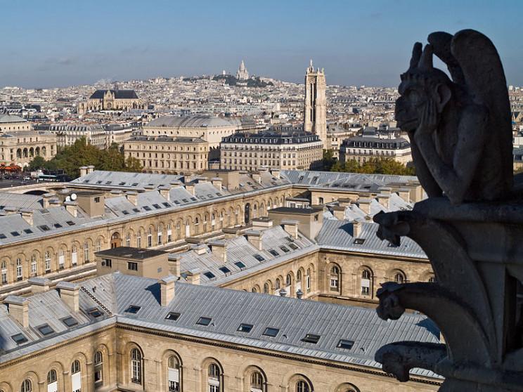 paris tourist guide stone