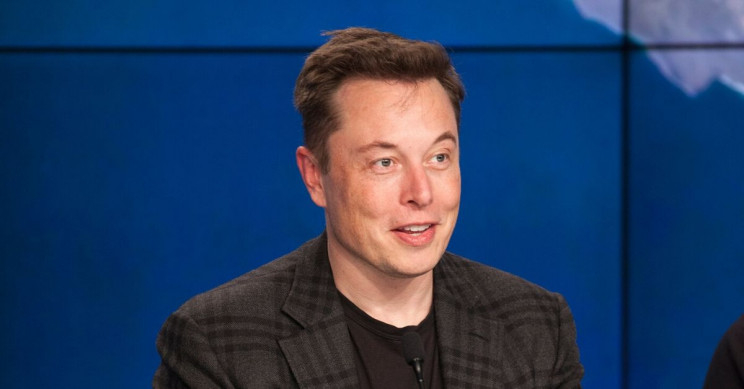 "Elon Musk Pokes Fun at Apple About ""awetoekreqt"", Again"