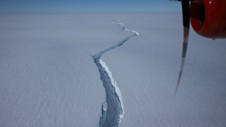 Giant Iceberg Larger Than NYC Breaks off From Shelf in Antarctica