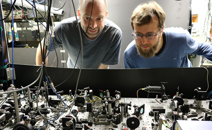 In a Ground-Breaking First, Physicists Manage to Hold Individual Atoms