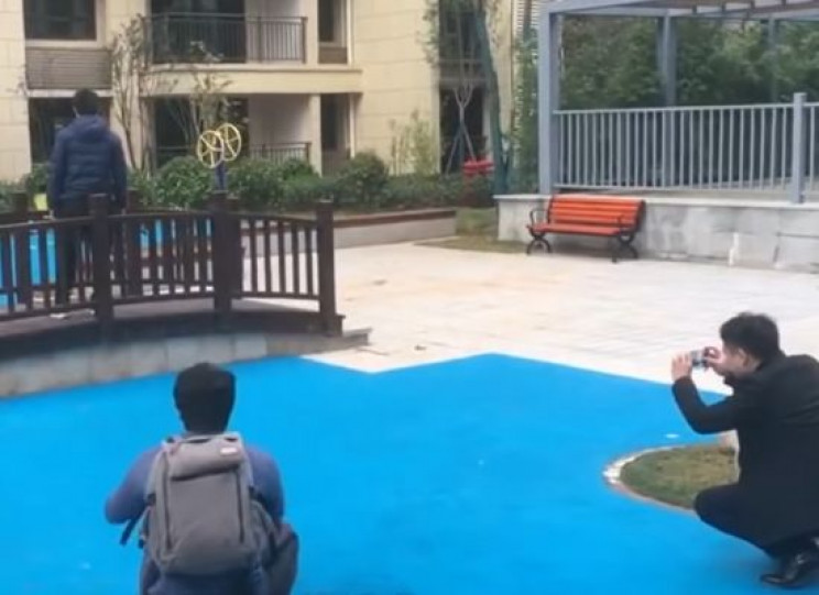 House with Cool Lake in Its Garden Turns out to Be a Scam