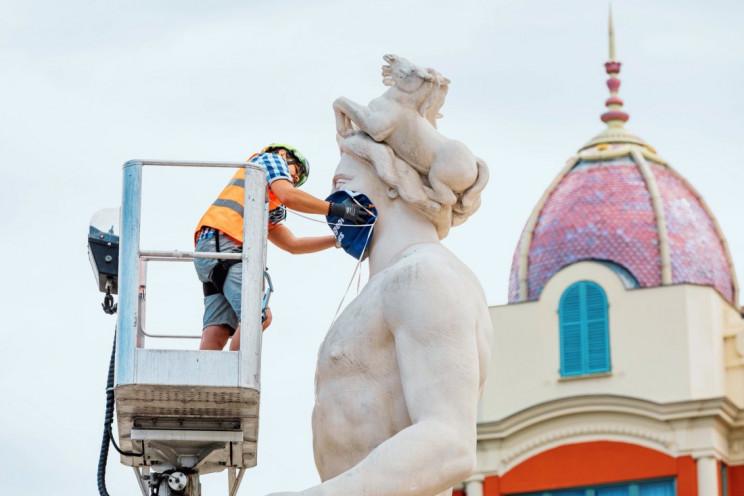 Nice's Apollo sculpture dons a face mask