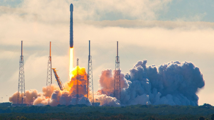 SpaceX Just Launched Starlink Satellites on a Veteran Falcon 9 Rocket