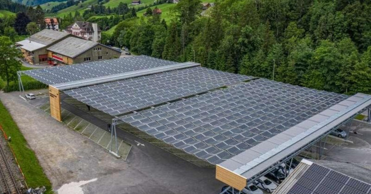 This Solar Roof Retracts When the Sun Is Gone