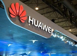 Huawei Reportedly Shipped 1 Million Smartphones with New OS for Testing