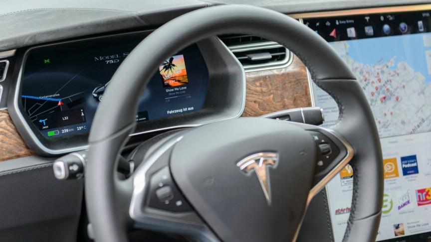Tesla Autopilot Saves Unconscious Drunk Driver's Life