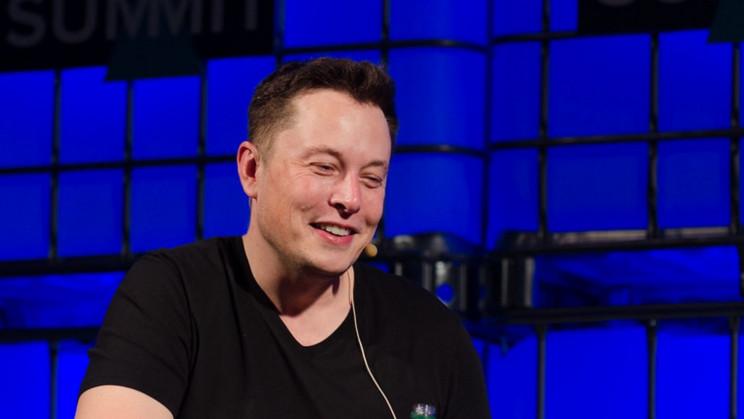 Elon Musk Mocks Blue Origin's Attempts at NASA Artemis Contract