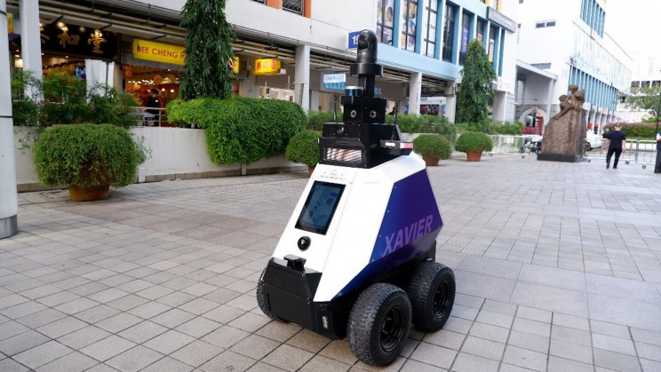 Singapore's New Patrol Robots Will Snitch on 'Undesirable' Behavior in Public