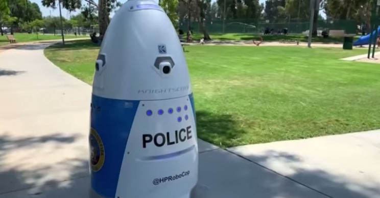 Police Robot Ignores Woman's Call for Help in an American Park