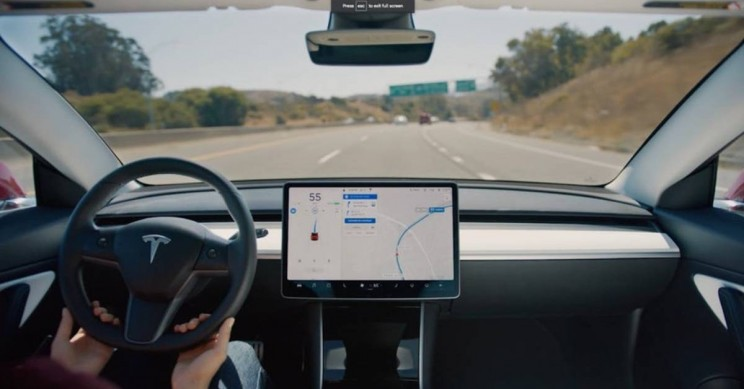 Consumer Reports: Tesla's New Autopilot Update Worse than Human Driver