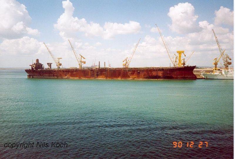 les plus gros navires frappent Nevis