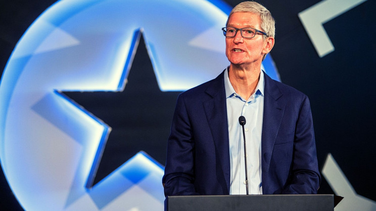 Apple CEO Tim Cook Wants to Enhance Conversations With Augmented Reality
