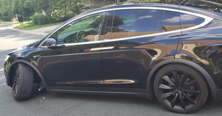 Tesla Fandom Goes Feral Over Alleged One-Week-Old Tesla Model X Suspension Failure