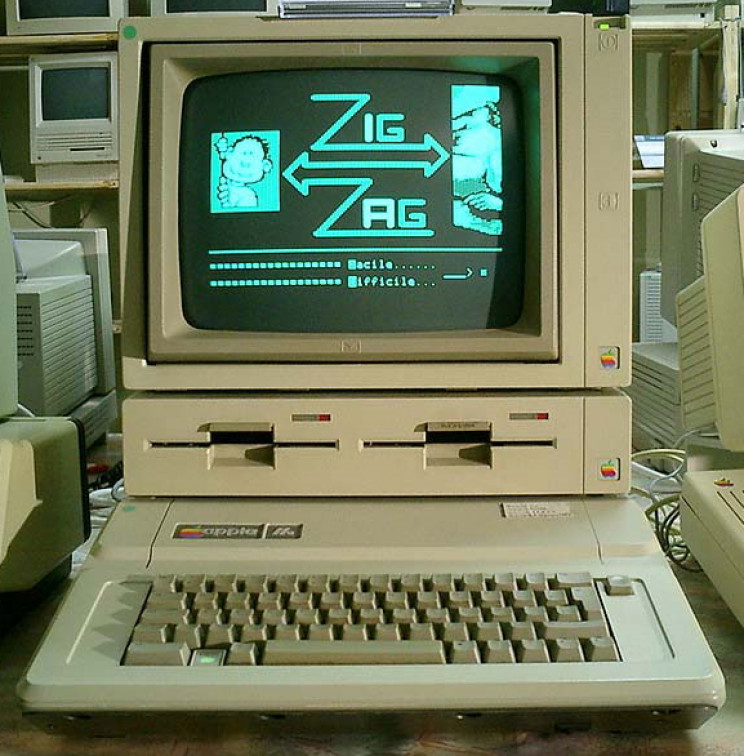 Apple IIe with duo disk and monitor