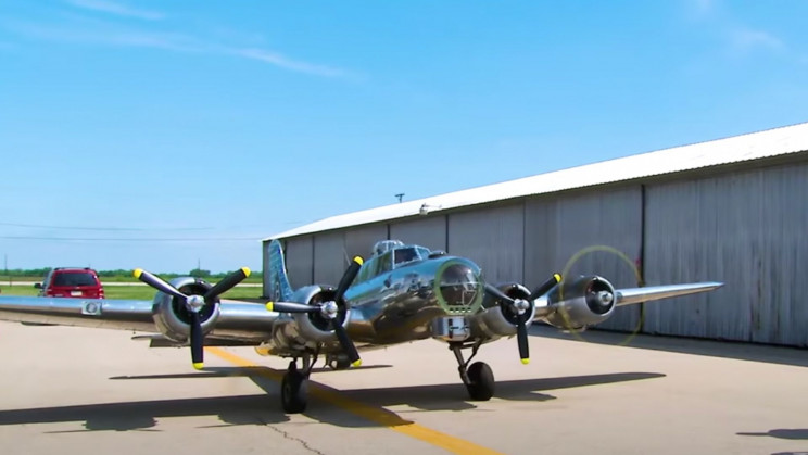 A Pilot Built a 1:3 Scale B-17 Bomber Replica That Actually Flies