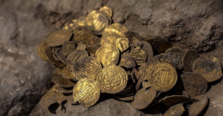 1,100-Year-Old Hoard of Islamic Gold Coins Found in Israel