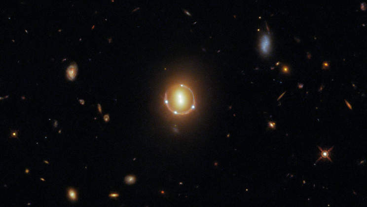 Hubble Sees Quintuple As a Pair of Galaxies and a Quasar Intersect