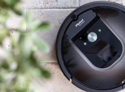 Rowdy Robotic Vacuum Makes Couple Think There is an Intruder and Call 911