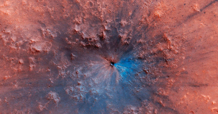 """Work of Art"" Crater on Mars Captured by NASA's HiRISE"