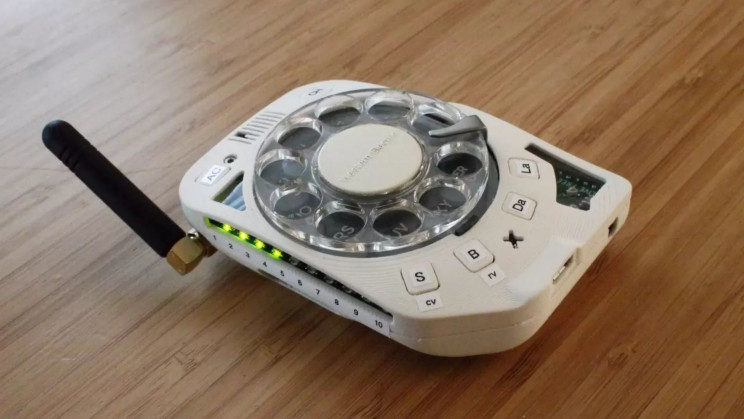 A Space Engineer Built Her Own Cell Phone With a Rotary Dial System