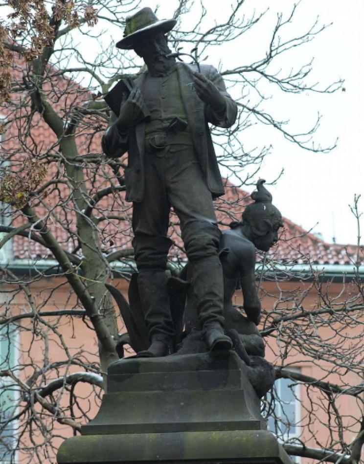 Benedict Roezl statue