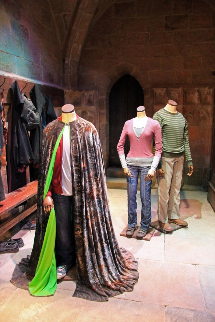 Harry Potter's Cloak of Invisibility: New Quasi-2D Gold Discovered by Physicists