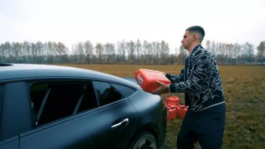 Russian Influencer Sets His $150k Mercedes Ablaze, Goes Viral