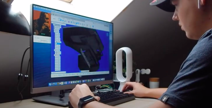 Guy 3D Prints Fully Functioning Holographic Headset at Home