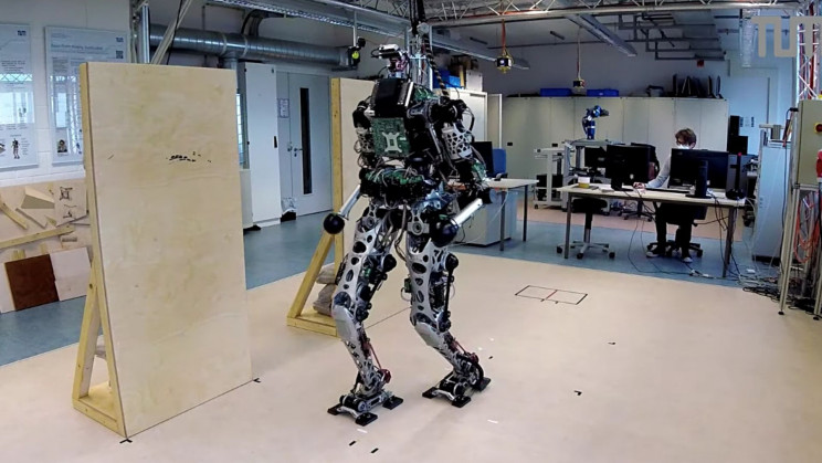 Humanoid Robot 'LOLA' Takes Baby Steps By Using Hands to Balance
