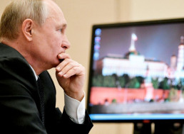 Putin Still Uses Windows XP, and Looks like He Gives No Damn