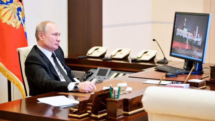 Putin Still Uses Windows XP, and Looks like He Gives No Damn