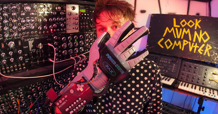 Guy Hacks Nintendo Power Glove to Control Music With Finger Movements