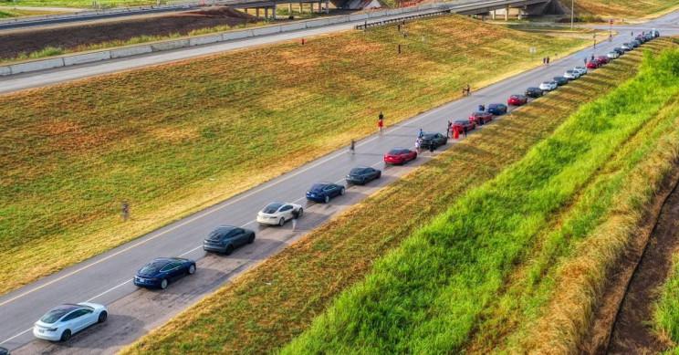 75 Austin Tesla Owners Paraded to Celebrate Texas' New Gigafactory