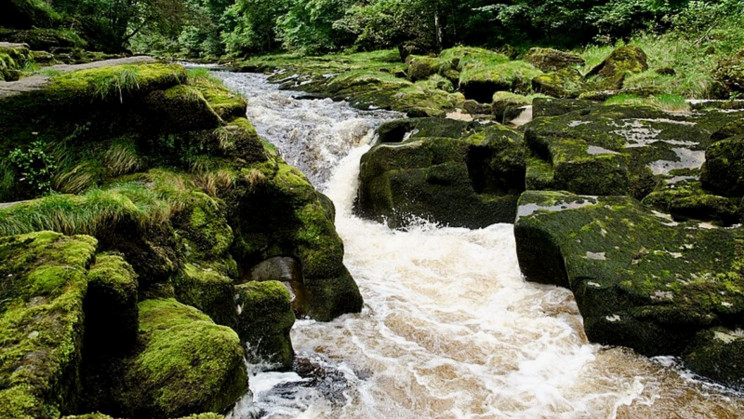 The Tiny Bolton Strid Might Be the World's Deadliest Stream