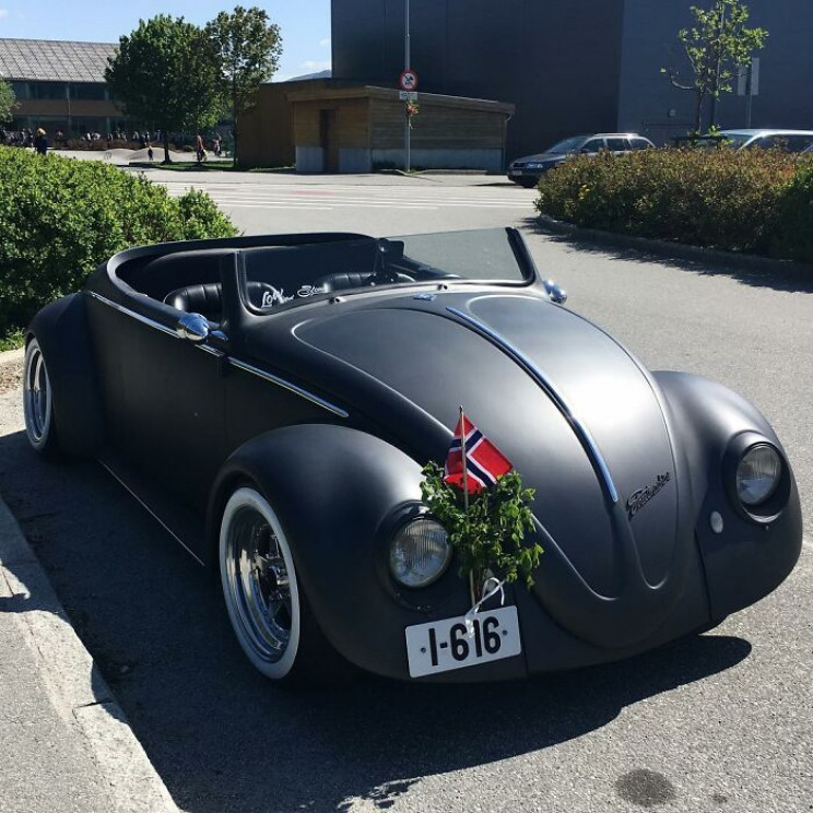 This 1961 VW Beetle Deluxe Was Converted Into a Matte Black Masterpiece