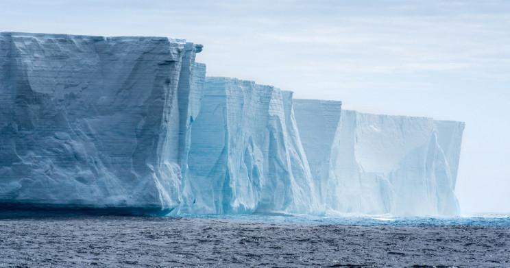 Colossal 315 Billion-Tonne Iceberg Breaks Away from Antarctica