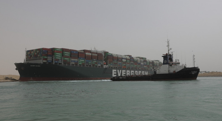 The Ship Blocking the Suez Canal Could Take Weeks to Remove