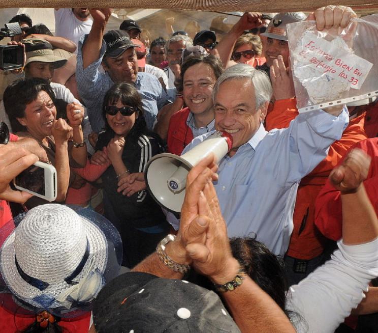 President Piñera holds note