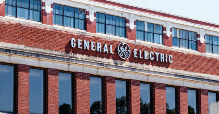 General Electric Workers Protest Because They Want to Make Ventilators