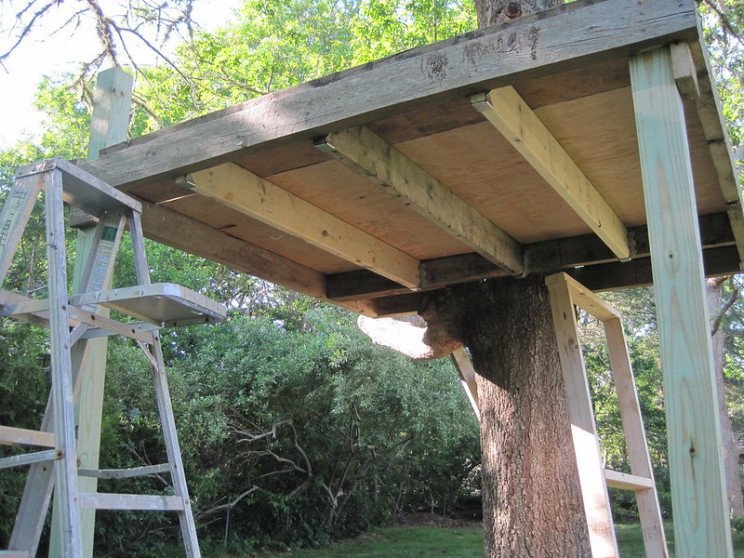 build a treehouse floor