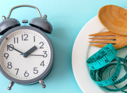 Sleep Deprivation Leads to Unhealthy Snacking of Sweet and Fatty Foods