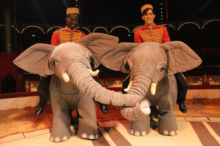 German Circus Replaces Animals with Stunning Holograms