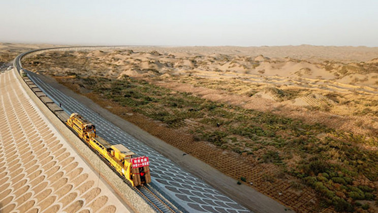 A New 512-Mile Railway Track in China Unites Two Sides of a Deadly Desert
