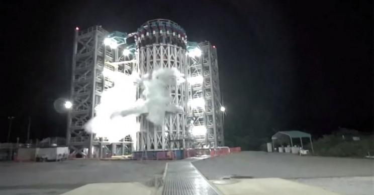NASA Successfully Fails a Liquid-Oxygen Rocket Tank
