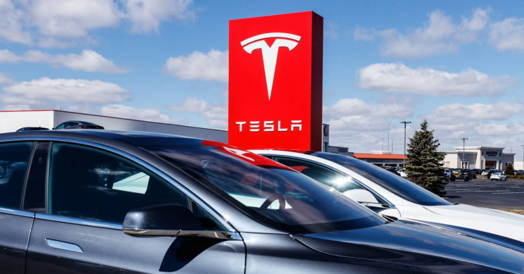 U.S. Agency Reviews Claims Tesla Should Have Recalled 2000 Cars