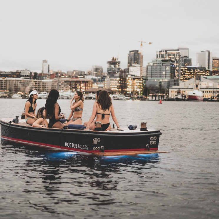 Seattleites Can Rent a Hot Tub Boat Over Lake Union