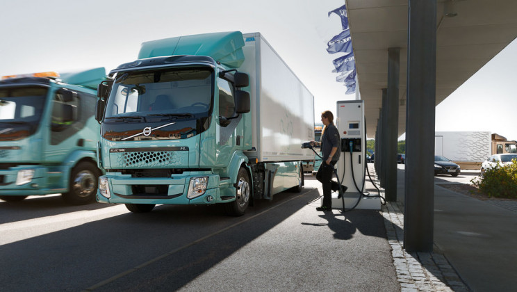 Volvo Starts Selling Electric Trucks for Urban Transport