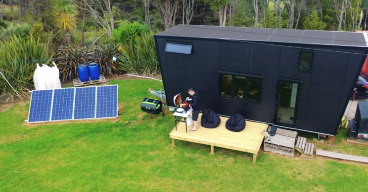 This Mini House in New Zealand is Powered by Solar Panels