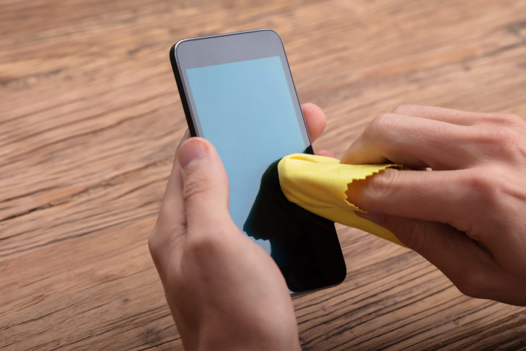13 Ways to Sanitize Your Phone and Keep It that Way