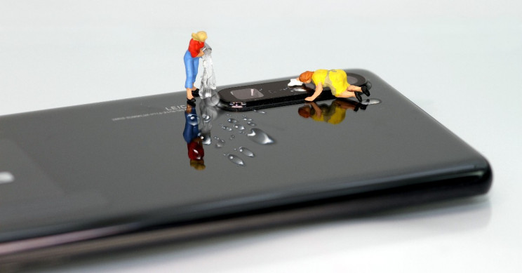 Tiny Figures Cleaning Phone